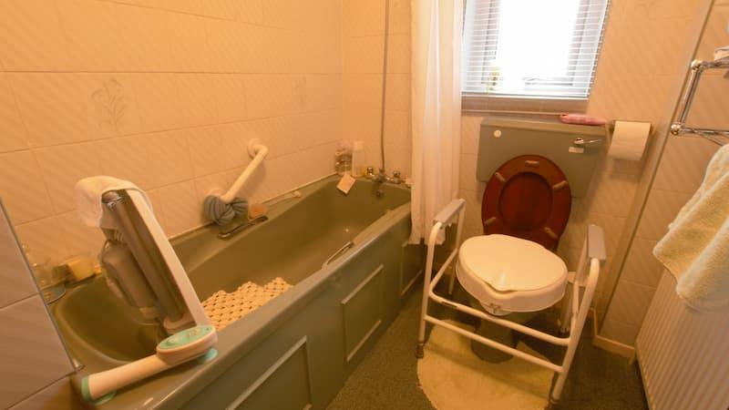 Barker bathroom before AHM