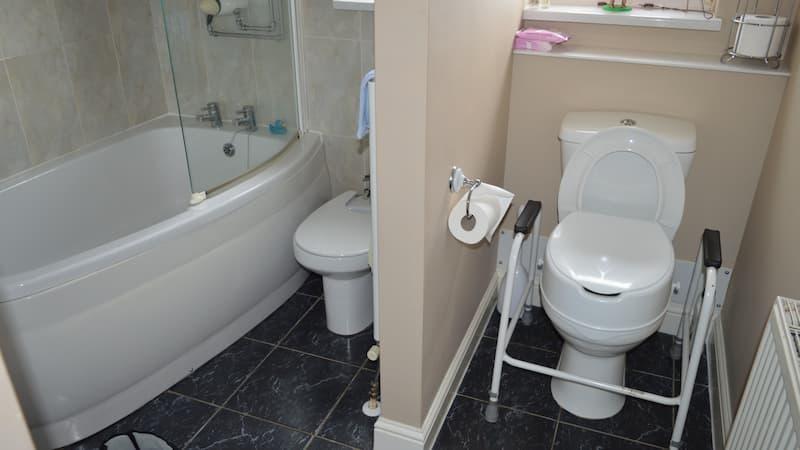 Carter bathroom before